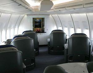 Скромная и сдержанная внутренная отделка самолета председателя КНР Си Цзиньпина