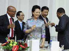 Си Цзиньпин и Пэн Лиюань присутствовали на торжественном обеде, устроенном президентом ЮАР