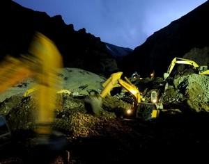 Возможность остаться в живых для 80 с лишним рабочих, пропавших без вести из-за оползня в Тибете, невелика