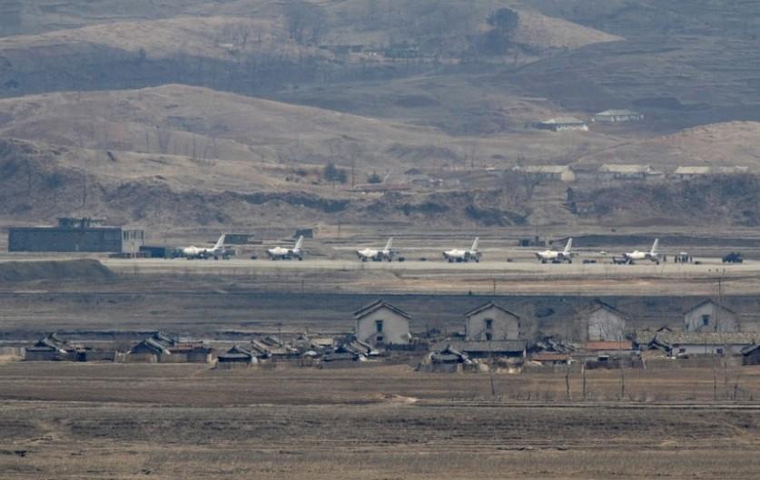Большинство бомбардировщиков на военных аэродромах КНДР произведены в Китае