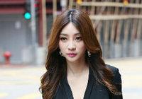 Сексуальная телеведущая Лю Янь на улице Сянгана1