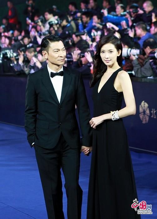 Звезды на церемонии закрытия 3-го Пекинского международного кинофестиваля