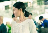 Красотка Чжоу Сунь в белой юбке появилась в Париже