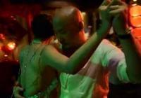 Страстный танец Чжан Юйци и Ван Цюаньань перед публикой в первую брачную ночь