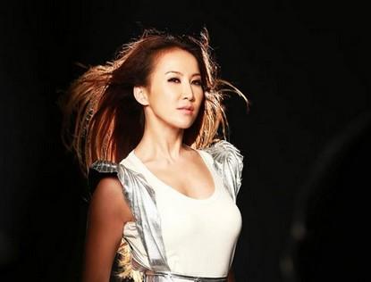 Фото: Сексуальная певица Ли Вэнь