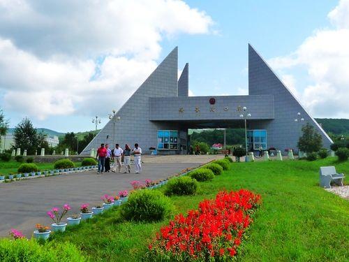'Столетний пропускной пункт' Суйфэньхэ стал основным перевалочным пунктом китайско- российских путешественников на собственных автомобилях