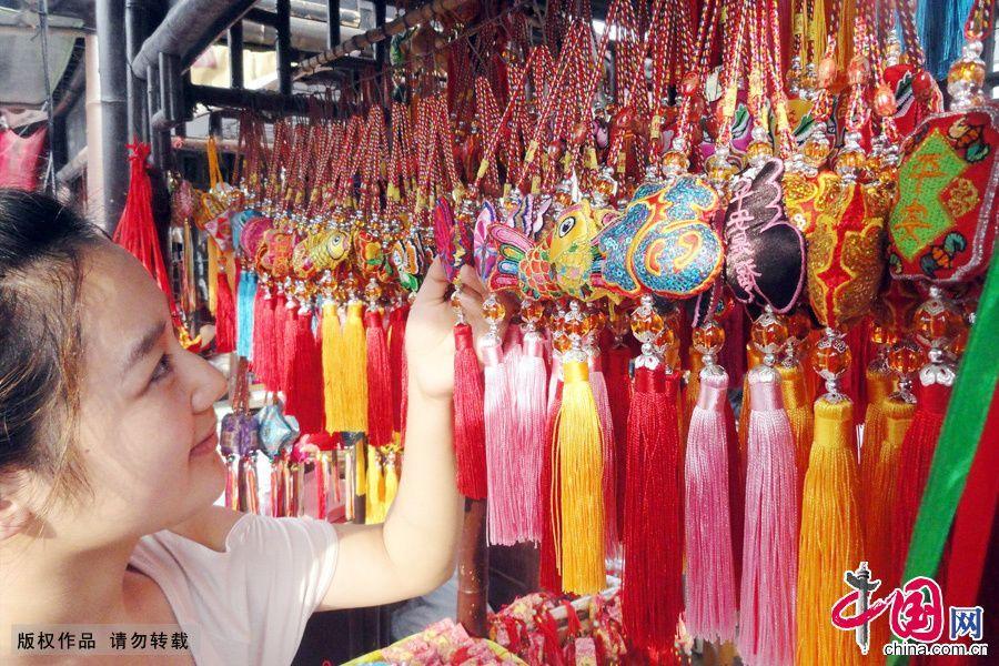 В Китае праздник Дуаньу встречают ароматными мешочками
