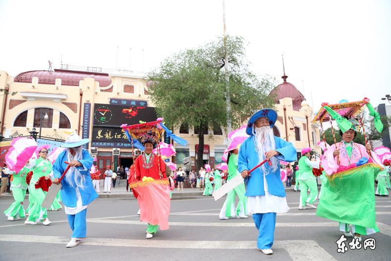 Жители города Харбин встречают праздник Дуаньу традиционным способом