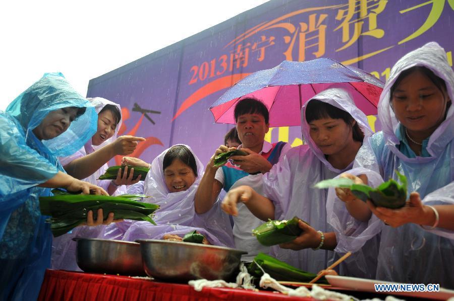 В Китае отмечают традиционный праздник Дуаньу