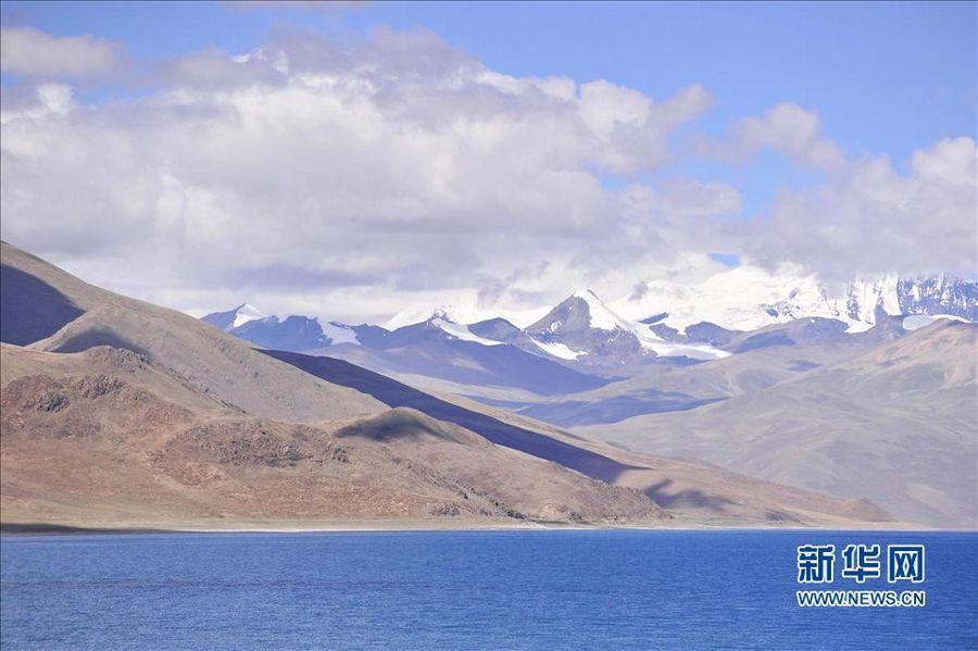 Живописные пейзажи святого озера Янчжоюнху Тибета