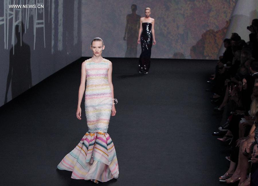 1cd7fd01b753 Неделя моды в Париже  Показ коллекции Christian Dior осень-зима 2013 2014