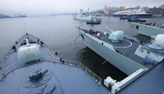 В рамках совместных китайско-российских учений 'Морское взаимодействие-2013' сегодня прошел первый день войсковых учений