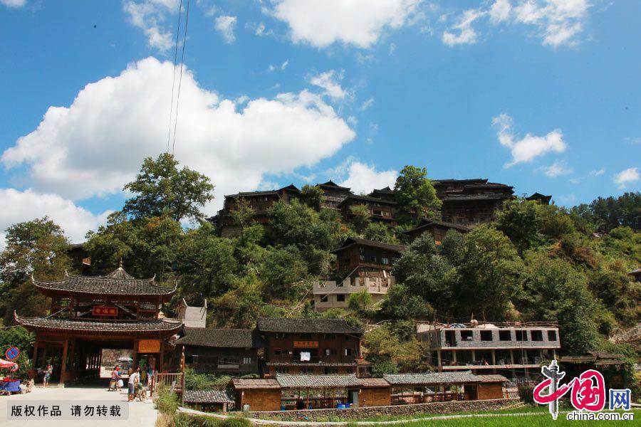 Цяньхумяочжай – самое большое в Китае село национальности «мяо»