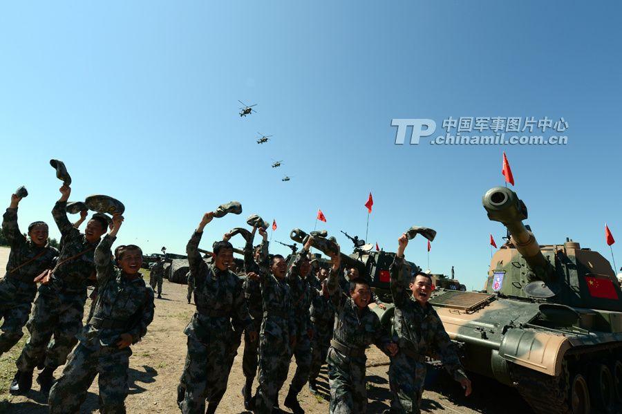 Китайские солдаты, участвующие в военных учениях «Мирная мисся-2013»