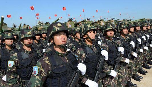 Китайские солдаты, участвующие в военных учениях ?Мирная мисся-2013?