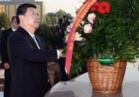 Си Цзиньпин возложил цветы к монументу гуманизма и независимости Узбекистана