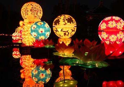 В Праздник середины осени в парке Юаньминъюань можно запустить лотосовые фонари для молитвы