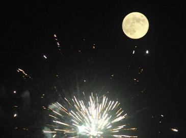 Очаровательные лунные пейзажи вечером в праздник Середины осени (Чжунцю)(луна Китай, луна Чжунгован)