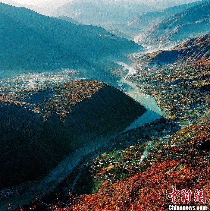 Очаровательные осенние пейзажи в Цзиньчуане провинции Сычуань