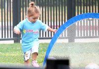 Дочь Бекхэма на футбольном поле