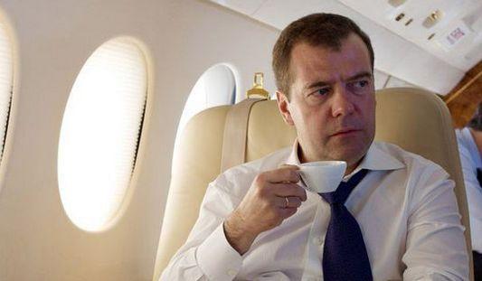 Премьер-министр России Дмитрий Медведев начинает трехдневный визит в Китай