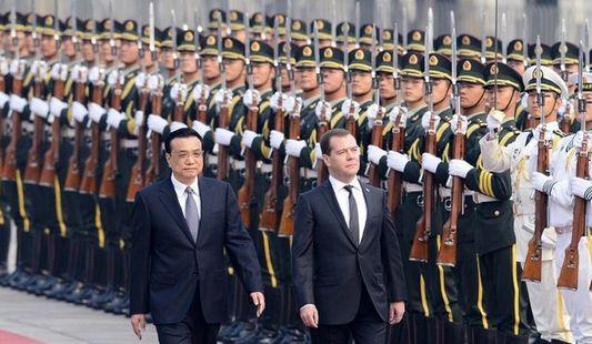 Ли Кэцян организовал церемонию приветствия Д. Медведева в Китае