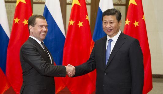 Си Цзиньпин встретился с премьер-министром РФ Д. Медведевым