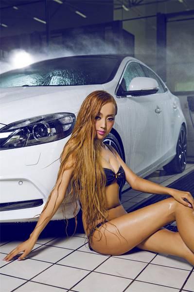 Сексуальные красотки в автомобилях