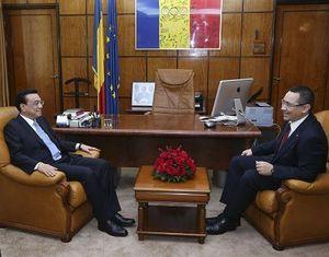 Ли Кэцян провел переговоры с премьер-министром Румынии В. Понтой