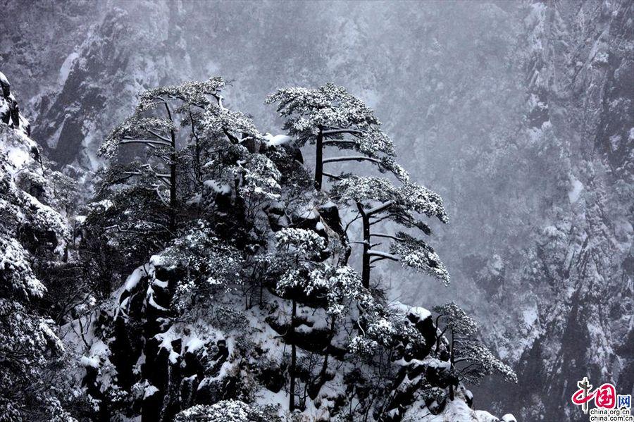 Первый снег в туристическом районе Хуаншань