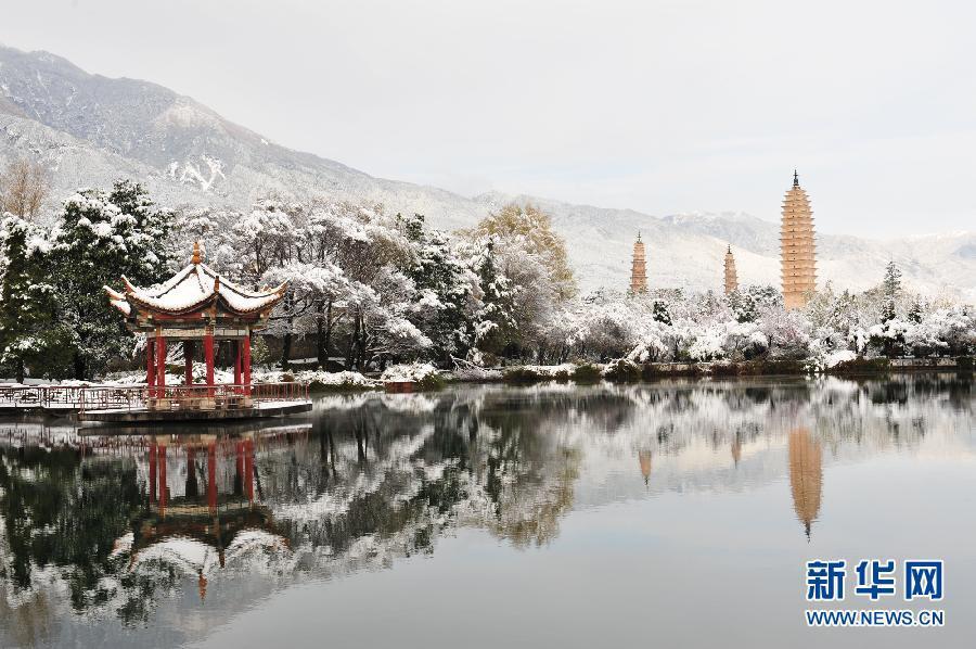 Прекрасные снежные пейзажи в Дали провинции Юньнань