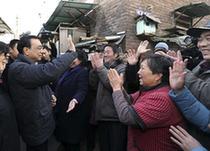 Премьер Госсовета КНР Ли Кэцян подчеркнул важность повышения уровня экономики и улучшения средств к существованию