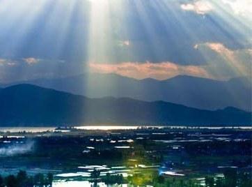 Озеро Цюнхай под городом Сичан