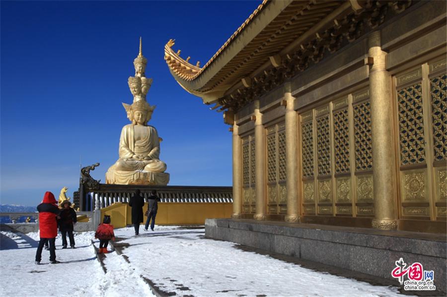 Сказочные зимние пейзажи гор Эмэйшань