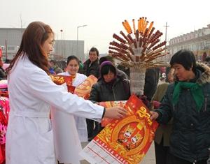 Июань провинции Шаньдун: «здоровые» новогодние картины пользуются популярностью в сельских районах