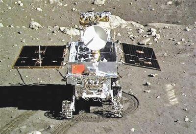 Американские китайскоязычные СМИ сообщают, что ?милый Нефритовый кролик? сближает китайский лунный зонд с публикой