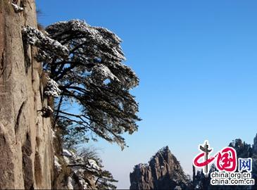 Горы Хуаншань под весенним снегом