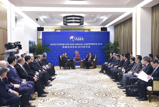 Ли Кэцян встретился с членами Совета Боаоского азиатского форума
