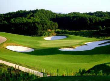Площадка для гольфа Сунбай в горах Хуаншань