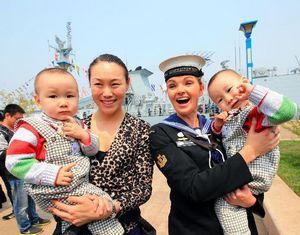Китайские и иностранные военные корабли, принимающие участие в совместных учениях «Морское сотрудничество-2014», открылись для публики
