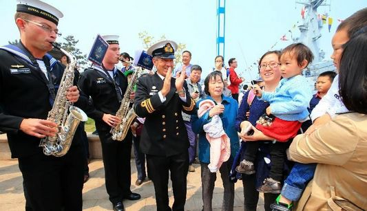 Китайские и иностранные военные корабли, принимающие участие в совместных учениях ?Морское сотрудничество-2014?, открылись для публики