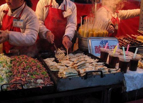 Ночной рынок на Дунхуамэнь