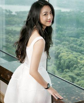 Элегантная актриса Тан Вэй покорила всех своей ослепительной улыбкой