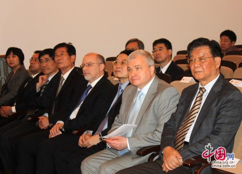 В посольстве РФ в Пекине состоялась презентация книги В. Путина на китайском языке