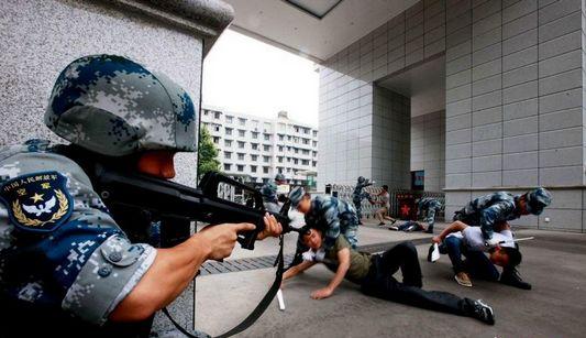 В командование ВВС г.Чэнду прошли антитеррористические учения по реагированию на чрезвычайные ситуации
