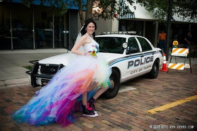 Свадебное платье радужное