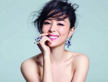 Актриса Чжан Цзинчу на обложке модного журнала