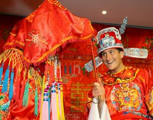 Легко ли ужиться с китайской тещей и другими родственниками из КНР?
