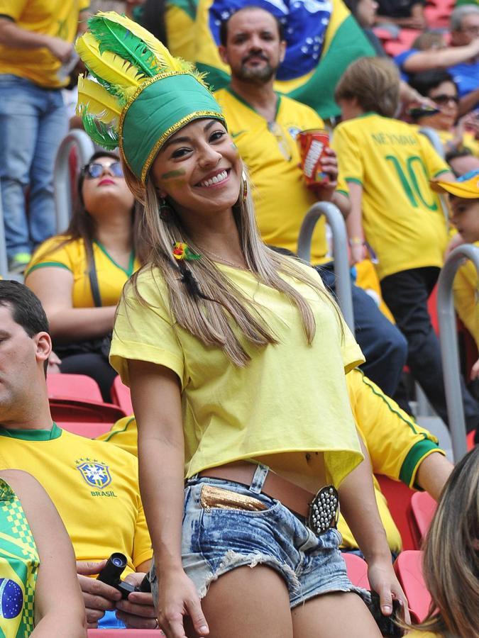 Сексуальная болельщица бразилии