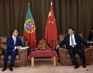 Си Цзиньпин встретился с представителем президента, вице-премьером Португалии П.Порташем